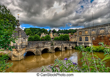 Bridge over the river Avon, Bradford-on-Avon, near Bath,...