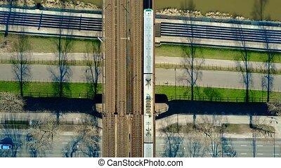 bridzs, bicikli, utas, antenna, tető, mozgató, autóút, folyó, keresztül, kiképez, video, 4k, lövés, nézet., vasút, út