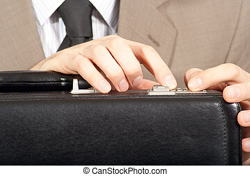 briefcase., gros plan, tourner, serrure combinaison, mains