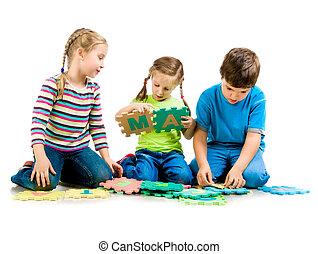 brieven, spelende kinderen