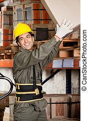 brigádvezető, emelés, kartonpapír ökölvívás, -ban, raktárépület