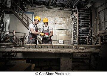 brigádvezető, kalapok, előadó, munkás, gyár, biztonság,...