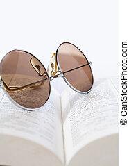 bril, op, een, boek