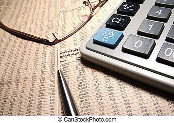 bril, professioneel, rekenmachine, en, staal, pen, op, krant.