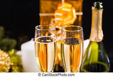 bril van de champagne, met, kadootjes, en, kaarsjes