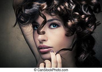 brilhante, cabelo ondulado
