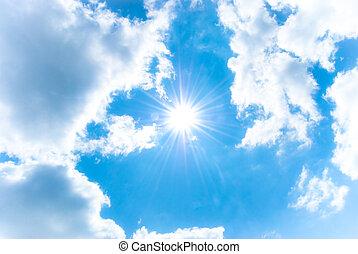brillar, sol, entre, el, cielo azul, y, nubes blancas