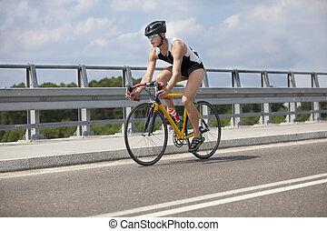 bringás, pedaling, képben látható, életpálya bicikli