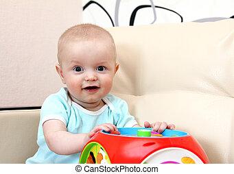 brinquedo bebê, feliz