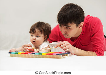 brinquedo, cobertor, xilofone, pai, bebê, lar, menina, tocando
