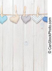 brinquedo, madeira, sobre,  valentines, costas, corda, penduradas, corações, branca, Dia