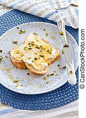 Brioche with cream cheese and honey - Slice of brioche with ...