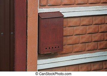 brique, boîte lettres, mur, une, métal, rouges