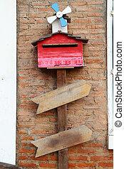 brique, vent, petit, boîte lettres, wall., sous, bois, turbine, rouges