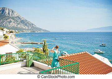 brist, dalmatien, kroatien, -, a, frau, machen photos, von, der, schöne , bucht, von, brist