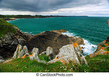 Brittany coast - Emerald waters of Atlantic ocean at the ...