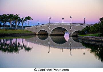 bro, över, kanal, hos, skymning