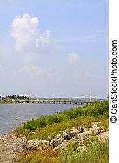 bro, och, grönt placera, under, den, blåttsky