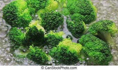 broccoli - I am boiling a broccoli.