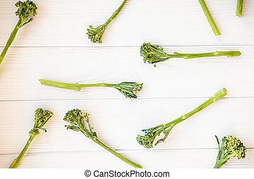 broccolini, blanco, crudo, mesa.