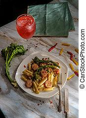 broccolini, penne, italiano, embutido