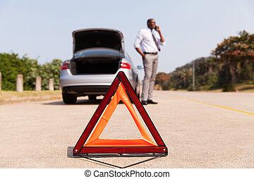 broke-down, aiuto, automobile, secondo, driver, chiamata, maschio africano