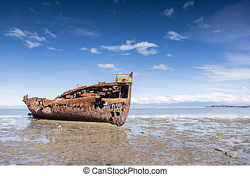 Broken boat in Motueka