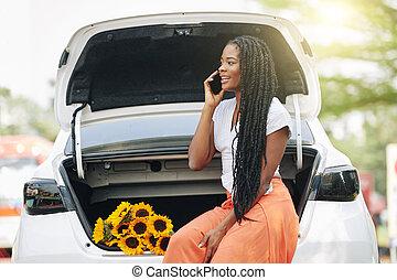 Broken car trunk owner