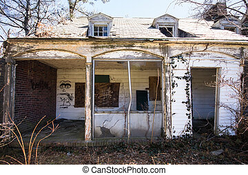 Broken Down Home - Old Abandoned home in disrepair