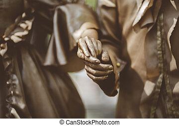 brons, geverfde, paar., brandpunt, op, zijn, handen