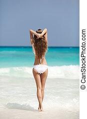 bronze, gebraeunte , frau sonnenbaden, an, tropischer strand
