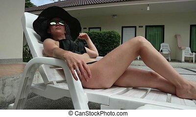 bronzer, unwinds, femme, été, mince, insouciant, jour, piscine, natation