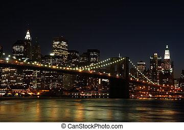 Brooklyn Bridge at night - Brooklyn Bridge and Manhattan...