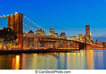 brooklyn bridge at night scene