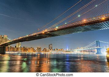 Brooklyn Bridge at night with Manhattan background, New York City