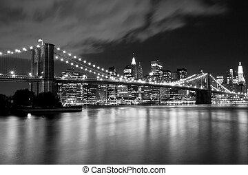 Brooklyn Bridge in black and white. Night scene