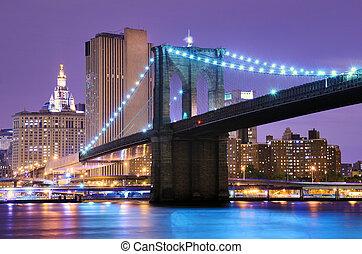 Brooklyn Bridge in New York - Brooklyn Bridge spans the East...