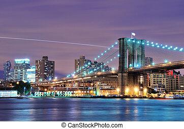 Brooklyn Bridge spanning the East River towards Brooklyn in ...