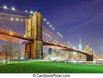 brooklyn bridzs, felett, kelet folyó, éjjel, alatt, új york város, manhattan, noha, zöld dísztér