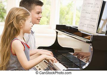 bror och syster, spelande piano