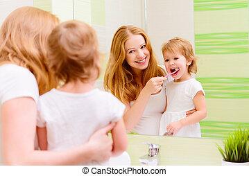 brossage, enfant, fille, elle, famille, mère, dents, brosses dents, heureux