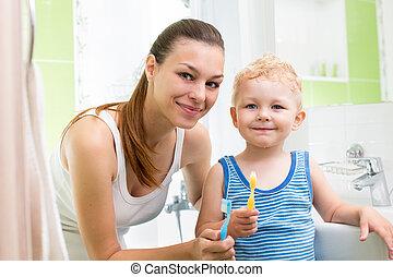 brossage, enfant garçon, dents, mère