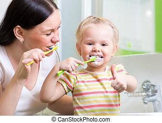 brossage, enseignement, dents, mère, enfant