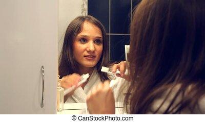 brossage, femme, dents, jeune, joli, miroir, devant
