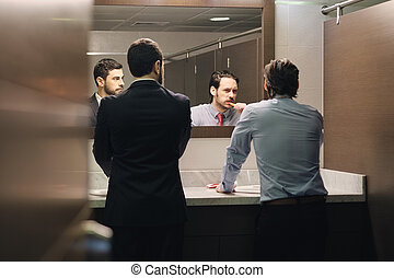 brossage, salle bains, bureau, business, après, coupure, déjeuner, dents, homme