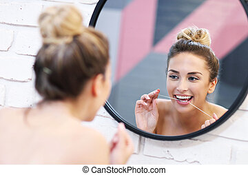 brossage, salle bains, femme, jeune, dents