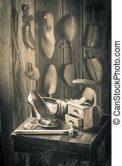 brosse, cordonnier, vieux, chaussures, lieu travail