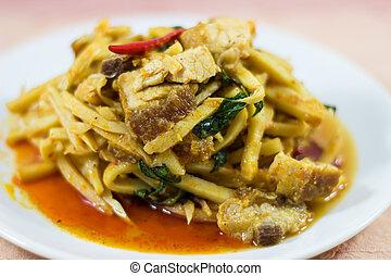 brotes de bambú, curry, con, crujiente, cerdo