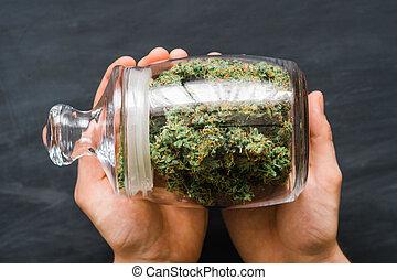 brotos, legalizing, marijuana., weed., mãos cima, cannabis, fresco, banco, lote, conceitos, fim, vista., topo, man.