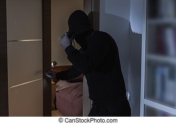 brottsling, in, svarting kläder